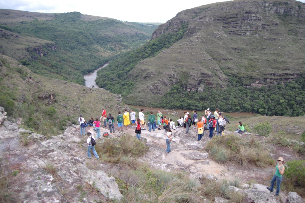 The way of the aborted rift: field work of 'Paleontology' undergrad course, Guartelá State Park, Paraná (2007)